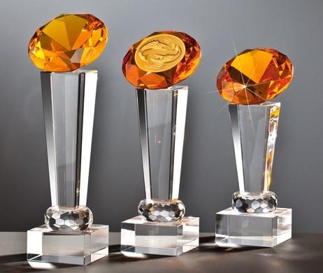 Glas-Diamant-Trophäe Orange inkl. Emblem und Gravur